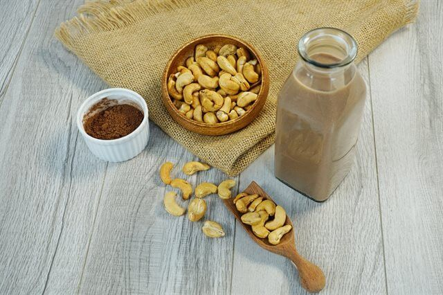 cach-lam-sua-hat-dieu-cacao-don-gian-nhat